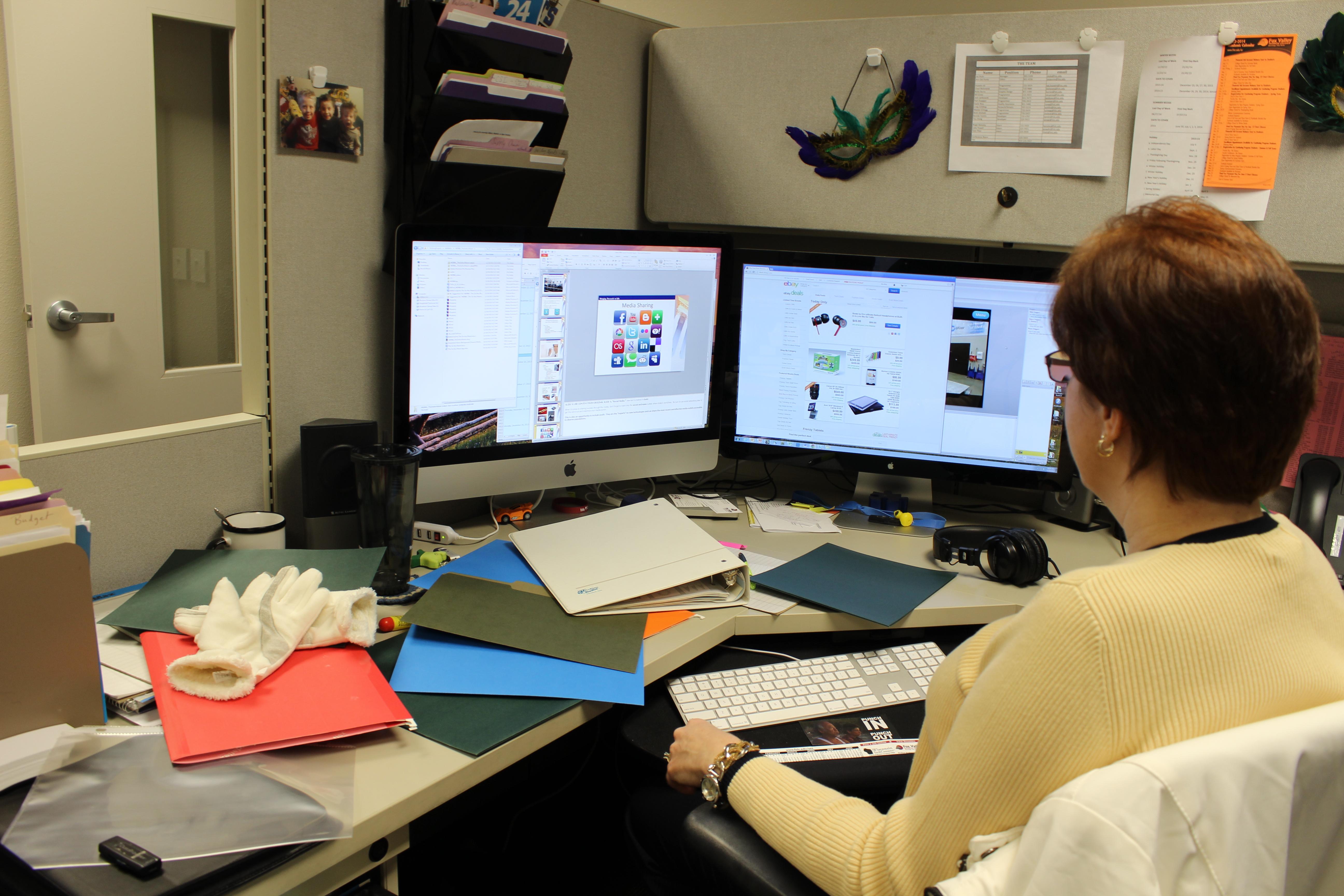 cubicle office worker Unorganized desk - Wisc-Online OER